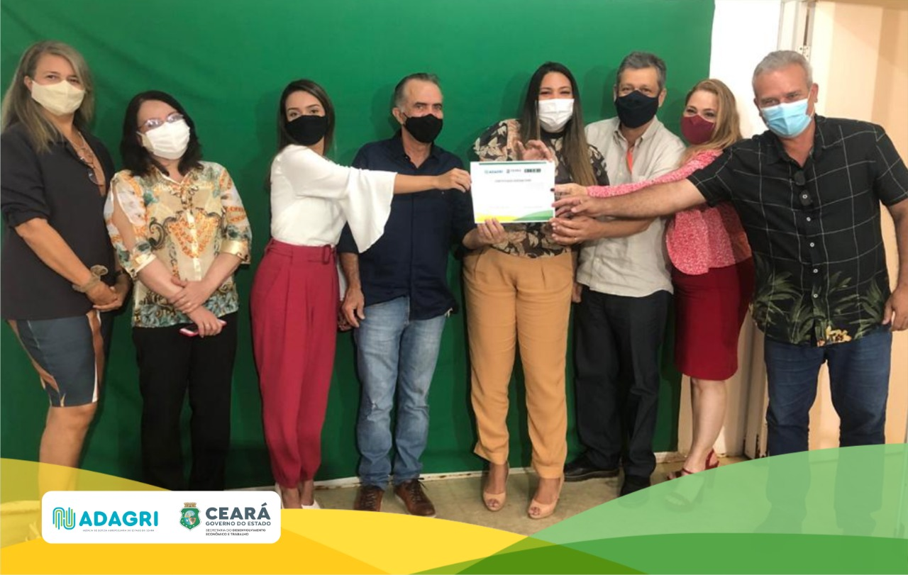 Adagri entrega certificado SISBI-POA a empresa de laticínios KM Cacau